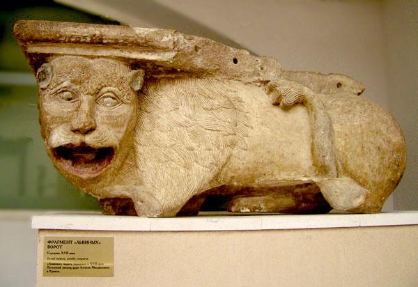 Львы с львиных ворот. Находятся в Коломенском. Экскурсия по Преображенской