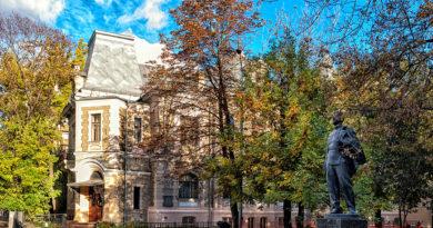 Вокруг особняка Высоцких: о творении Романа Клейна, династии чаеторговцев-революционеров и первой любви Бориса Пастернака
