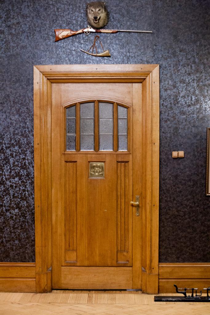 Дверь хозяйского кабинета. Фото Ю.Звездкин