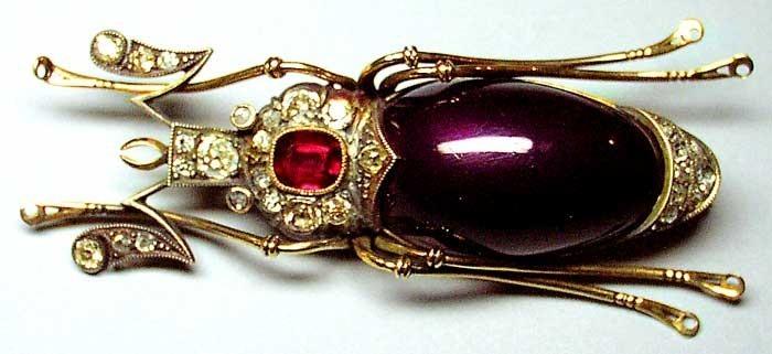 Брошь «Жук». Золото, рубины, сапфиры, бриллианты, лунный камень, жемчуг.
