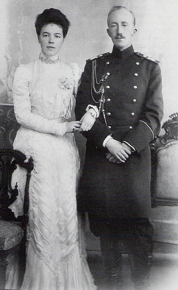 Великая княгиня Ольга Александровна с первым законным супругом принцем Ольденбургским