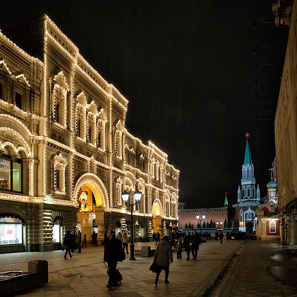 Бывшие Верхние торговые ряды (нынче – ГУМ). Фото Ю.Звездкина
