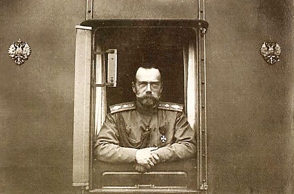 Николай сразу после подписания Манифеста об отречении