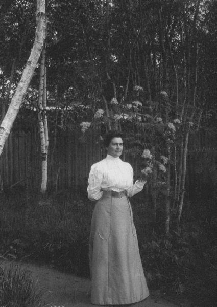 Книппер-Чехова на прогулке