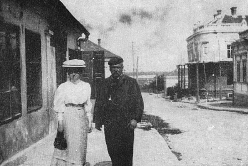 Гиляровский проводит для дочери экскурсию по Волге