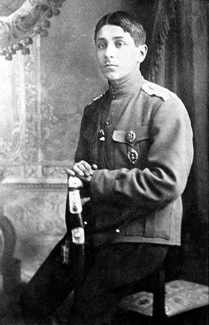 Михаил Зощенко в военной форме офицера Первой мировой
