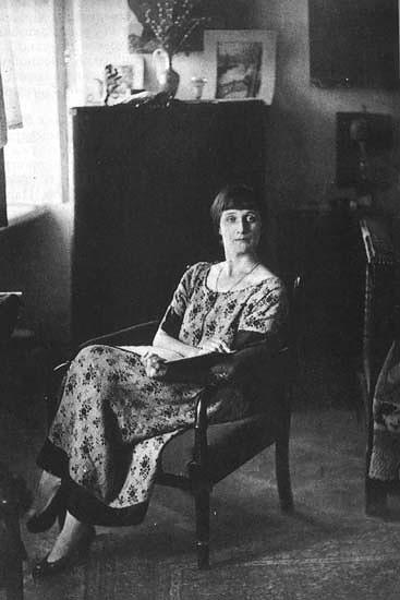 Анна Ахматова в кресле экскурсии