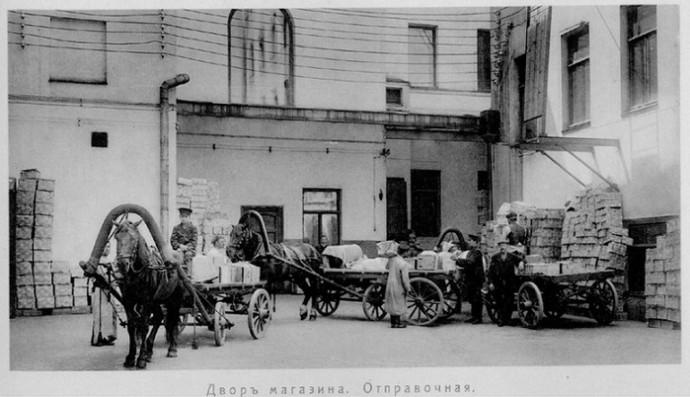 елисеевский, двор магазина