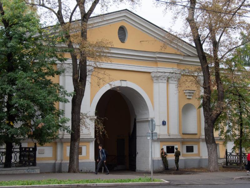 Лефортовский дворец, Лефортовская площадь