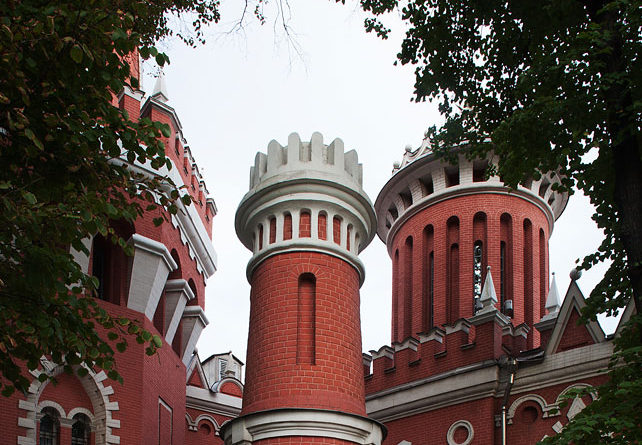 Экскурсии по Москве. В Петровском парке.