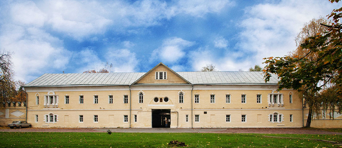 Фасад женский двор. Экскурсия по Преображенской. Староверы