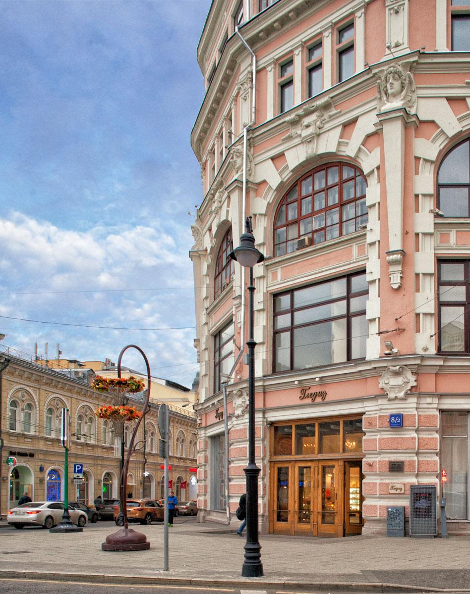 На фото: Так фасад выглядит теперь. Фото Ю.Звездкин