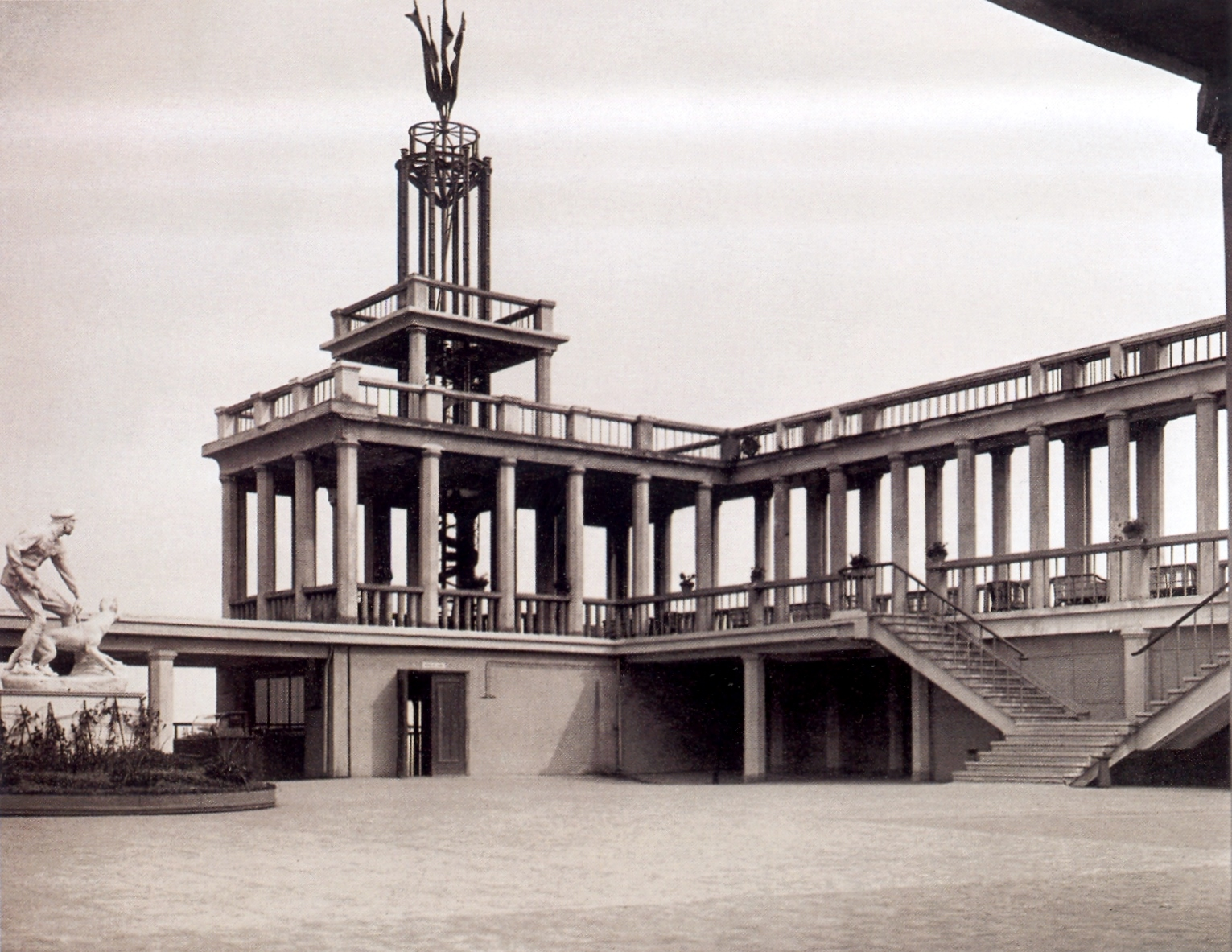 Крыша кинотеатр «Родина». Фото с сайта www.pastvu.com