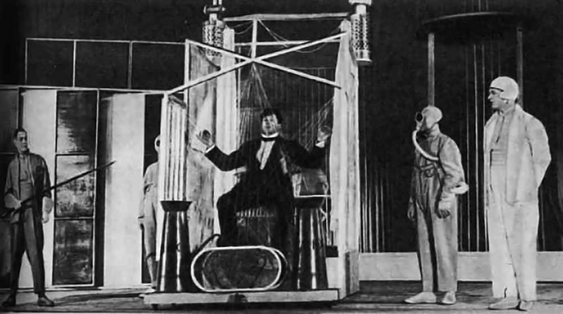 Сцена из спектакля «Баня» по Маяковскому. В главной роли И.Ильинский