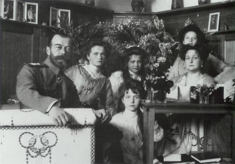 Узнав о гибели главных своих клиентов – царской семьи – Фаберже принял решение уезжать из России