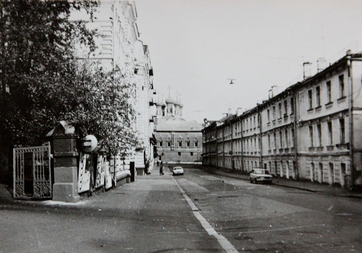Улица Москвина, ныне Петровский переулок, 80-е годы. Фото с сайта https://pastvu.com
