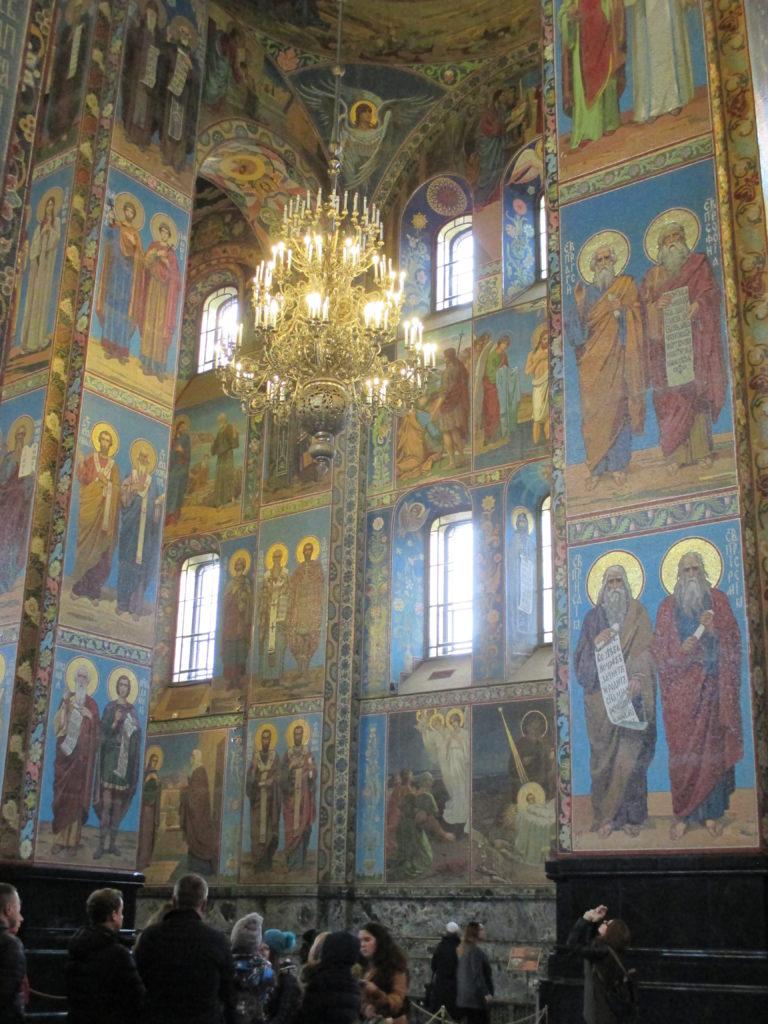 Стены и столбы Храма Спаса на крови сплошь покрыты мозаиками