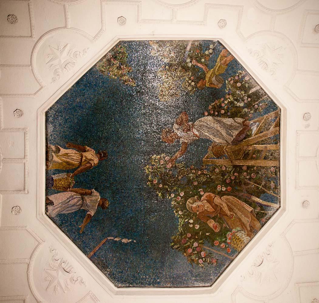 Мозаика работы В.Фролова по рисунку А.Дайнеки «Яблоневый сад», предназначавшаяся для «Донбасской». Фото Ю.Звездкина