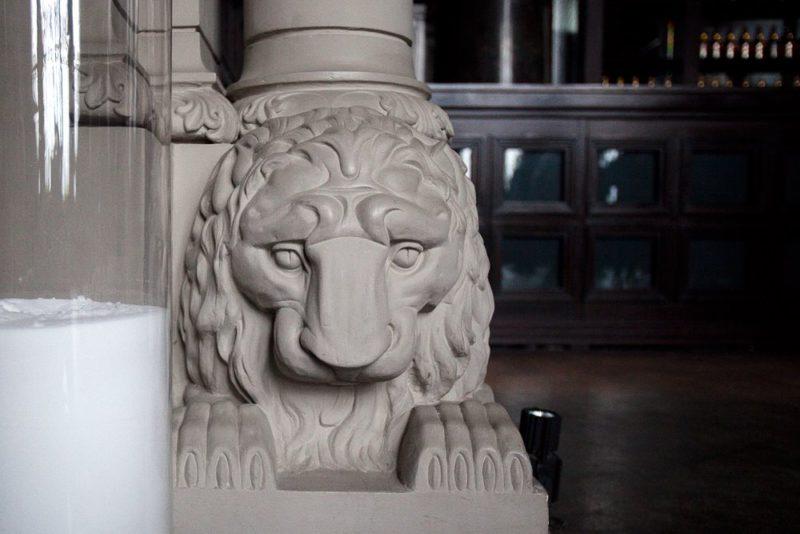 Деталь - лев